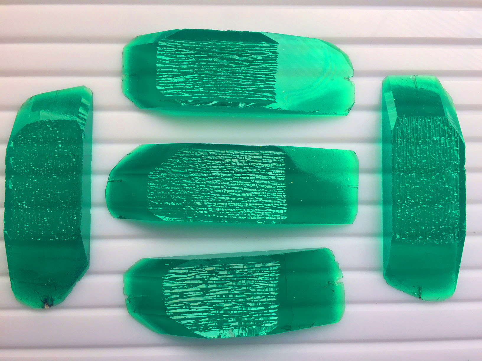 Created emerald columbian color rough